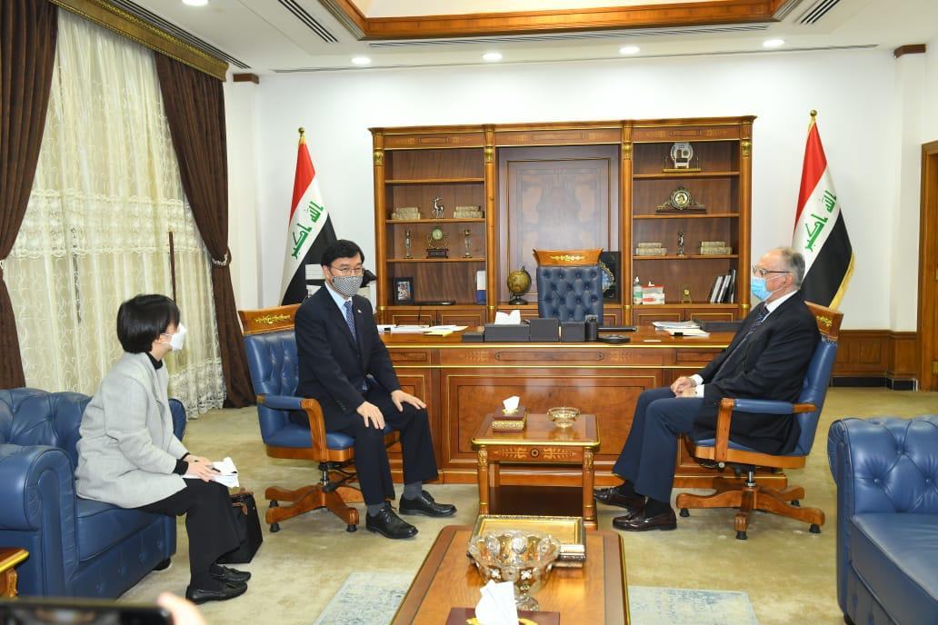 The Minister of Finance receives the Korean ambassador to Baghdad Fe18fc71-26d5-425a-b65e-53b80f51f2e8