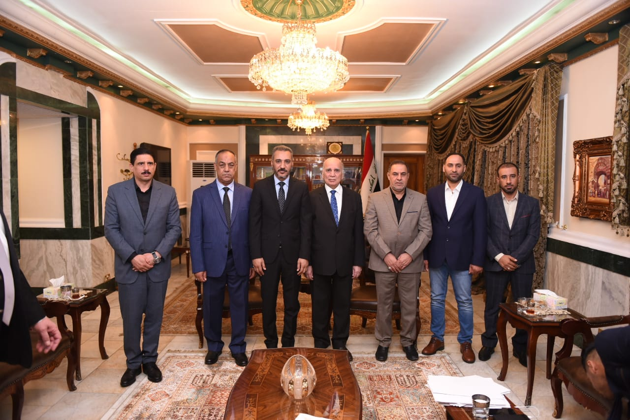 Deputy Prime Minister for Economic Affairs and Minister of Finance receives the Governor of Muthanna and the Chairman and members of the Provincial Council 6ef21a56-0a11-4788-9d57-1544abdab891