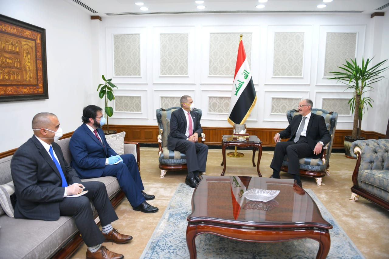 Finance Minister Dr. Ali Allawi meets the Ambassador of the United States of America in Baghdad. Cb6d0383-0edc-4db5-85fa-5ff9130c465a