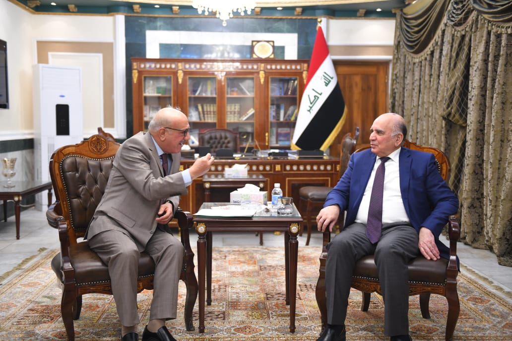 The Deputy Prime Minister and Minister of Finance receives the head of the Iraqi Bar Association in the presence of a number of general managers Mof55