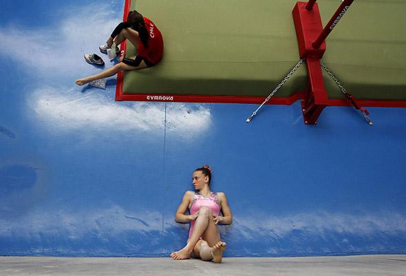 Illusions Gymnasts-Optical-Illusion