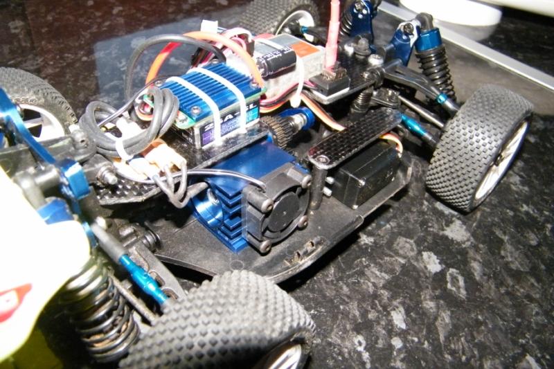 Mini Inferno Brushless avec LIPO 2S et modifications carbone Mini_Inferno_Abby_j