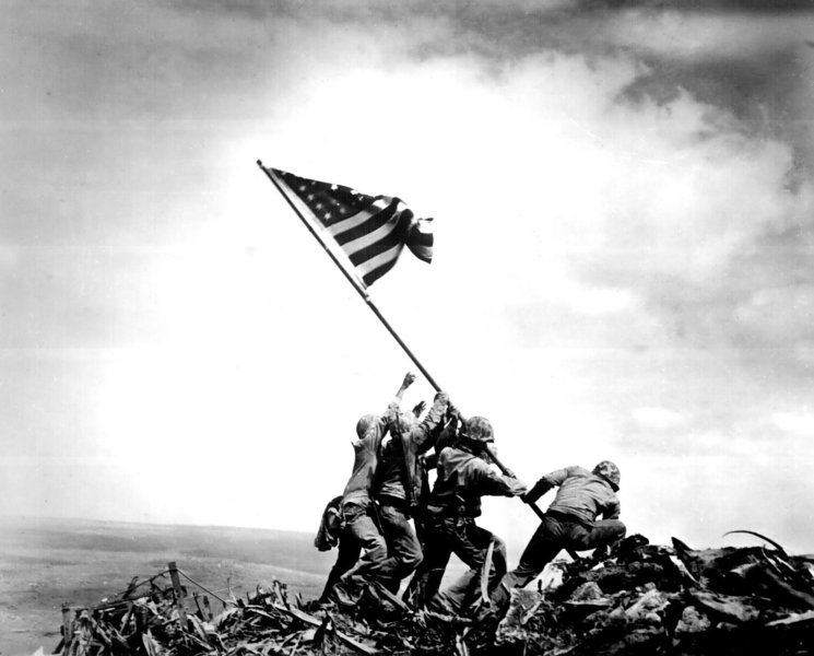 Les Marines contraints de réexaminer la photo légendaire d'Iwo Jima Iwo