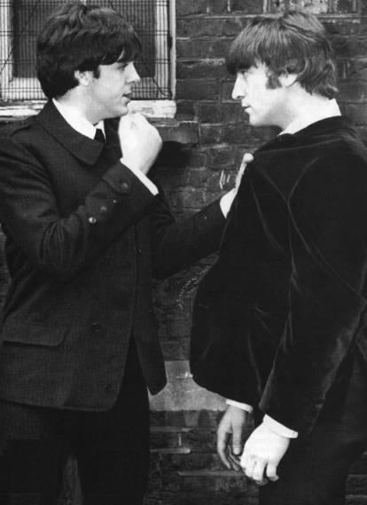 Beatles Galería Paul_threatens_john