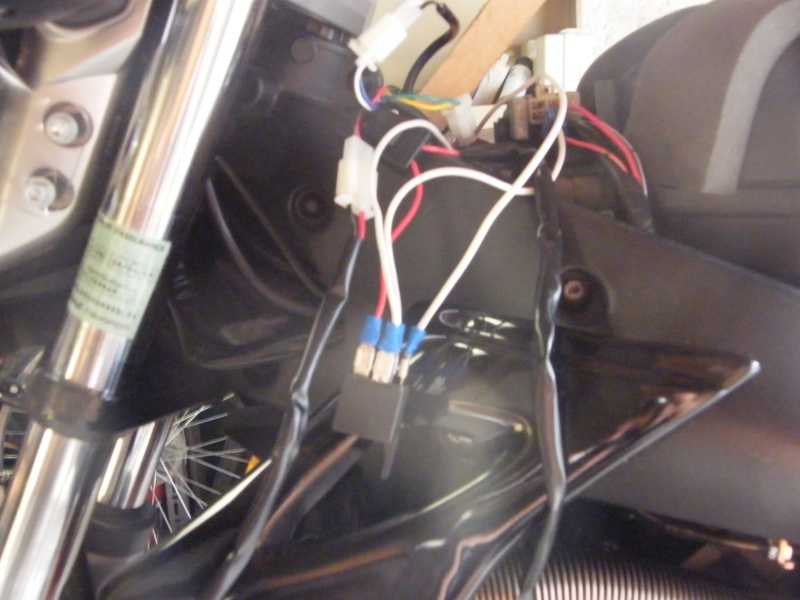 Besoin d'aide branchement relais (pour poignées chauffantes) Dscf1825