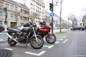 Stationnement payant pour les motos... Arton33025-52052