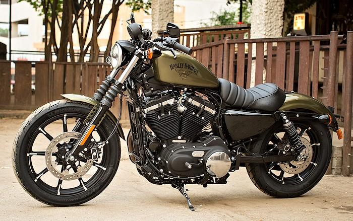 Une Harley avec la GS c'est possible ?  Harley-883-Sportster-iron-2016-700px