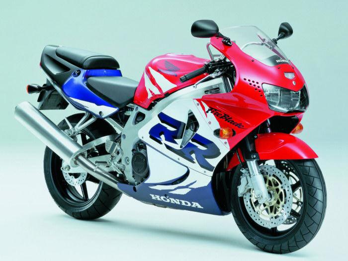 Passer en 8.50 - Page 3 Honda-CBR-900-RR-1999-700px