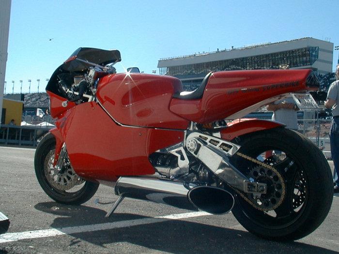 Une turbine dans une moto 15