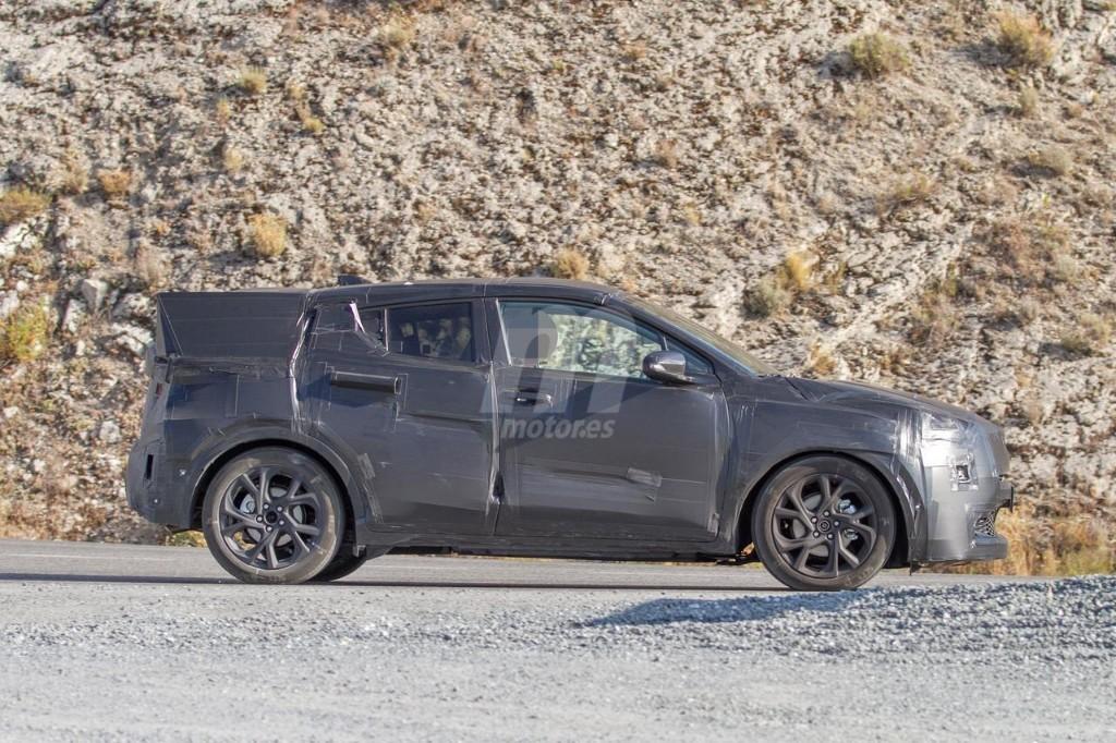 2016 - [Toyota] C-HR Toyota-crossover-anti-juke-201522841_6