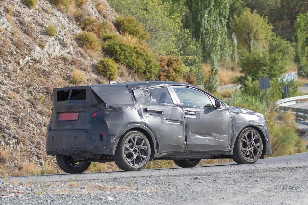 2016 - [Toyota] C-HR Toyota-crossover-anti-juke-201522841_7