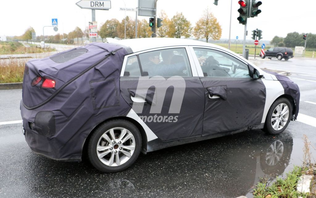 2016 - [Hyundai] Ioniq Hyundai-ioniq-interior-201524623_5