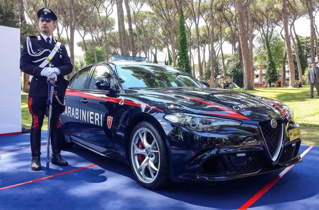 Divise andranno in SEAT - Pagina 2 Alfa-Romeo-Giulia-Carabinieri-1-1024x673