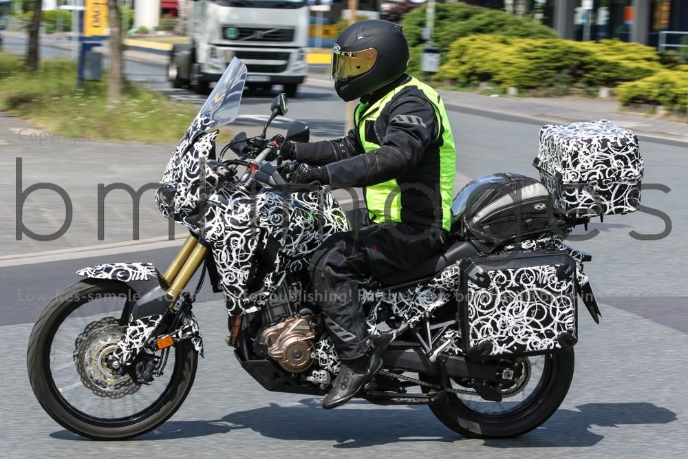 Algo essaie la Crosstourer DCT - Page 4 Motorok-Honda-Africa-Twin-Bernhard-M-Hhne_motorrevu_3