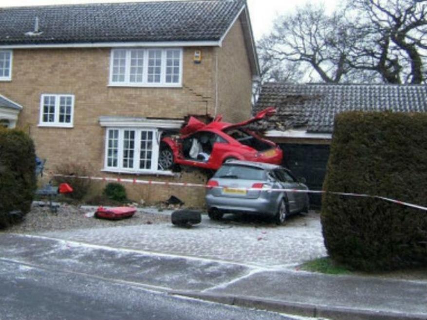 Concours PhoTo : Le TT eT le Garage Audi-tt-crash