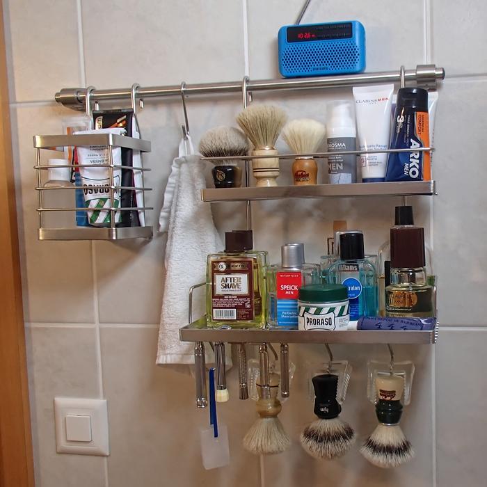 Photos de votre armoire spéciale rasage (ou de la partie réservée au rasage) - Page 5 Armoire3