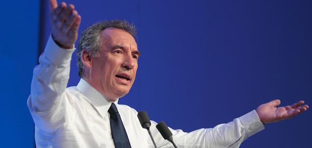 Faire de La Politique autrement ...  Main_Bayrou-art1