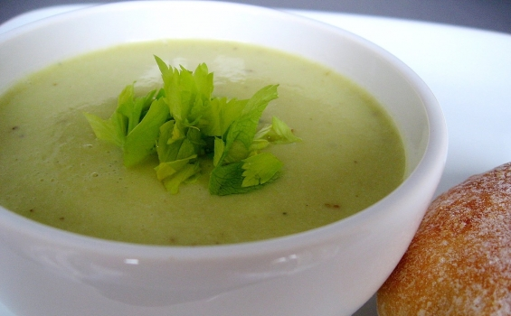 شوربة الكرفس للريجيم 565-35001735-celery-soup-with-potatoes-and-cream