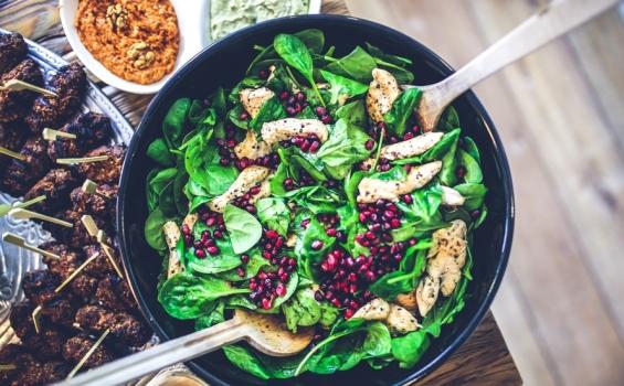 سلطة السبانخ مع الدجاج والبرتقال والأفوكادو 565-3500food-salad-healthy-lunch-large