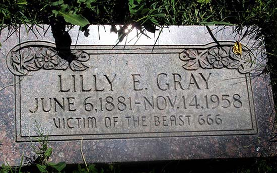 """La misteriosa tumba de Lilly E. Gray, """"Víctima de la Bestia 666"""" Lilly-gray-victima-bestia"""