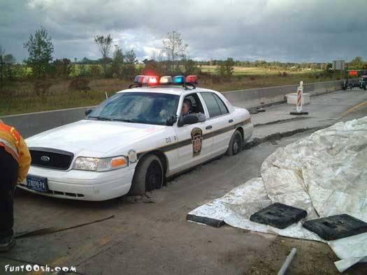 coches curiosos... - Página 2 Picture9-coche-policia-atasco-accidente