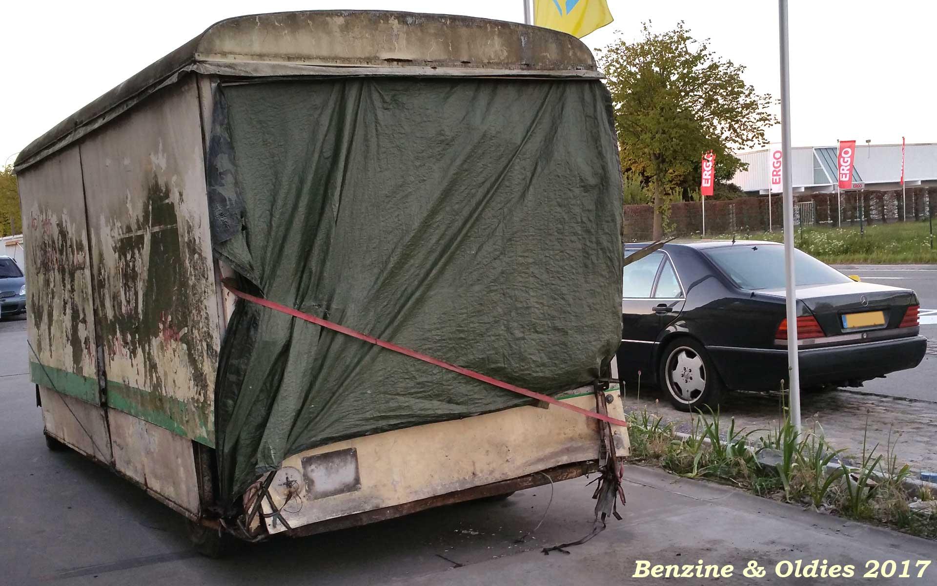 un fourgon Citroën type H rallongé vu sur la route Citroen_type_h_street_170425_07_w1920_1200