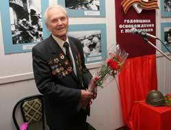Un de ses mécaniciens soviétiques fête ses 90 ans B4266