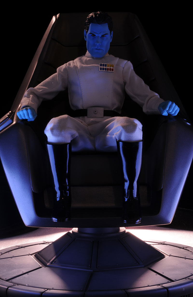 Grand Admiral Thrawn 12 inch figure - Page 2 Review_thrawn_1
