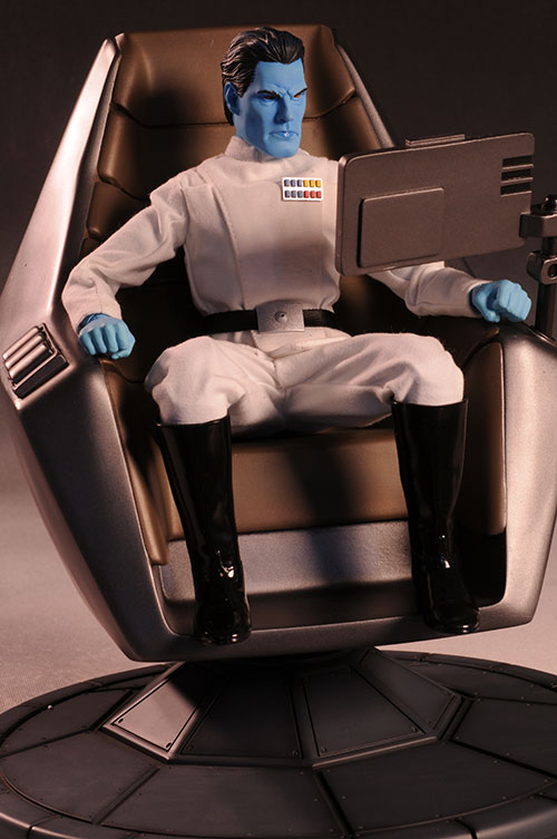 Grand Admiral Thrawn 12 inch figure - Page 2 Review_thrawn_4