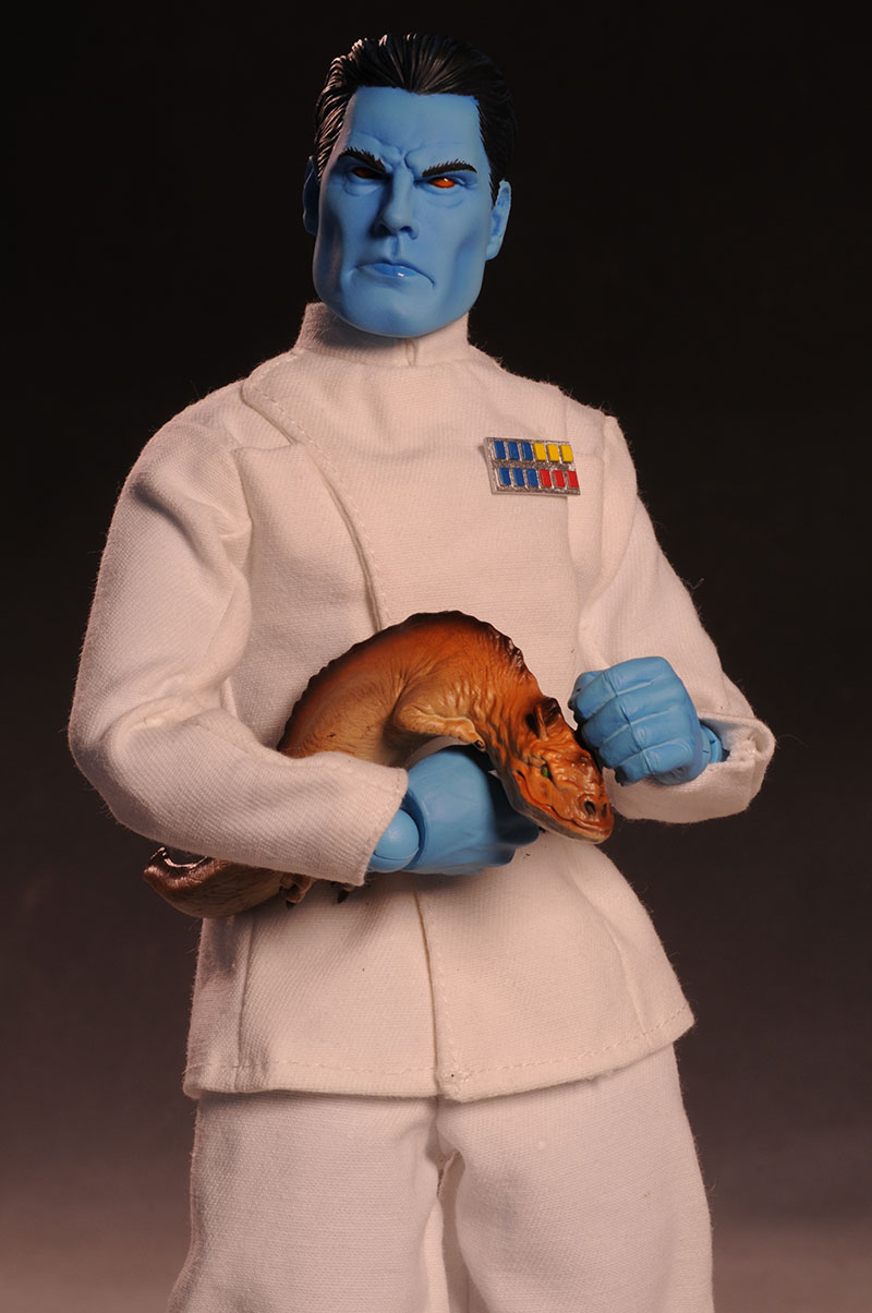 Grand Admiral Thrawn 12 inch figure - Page 2 Review_thrawn_large