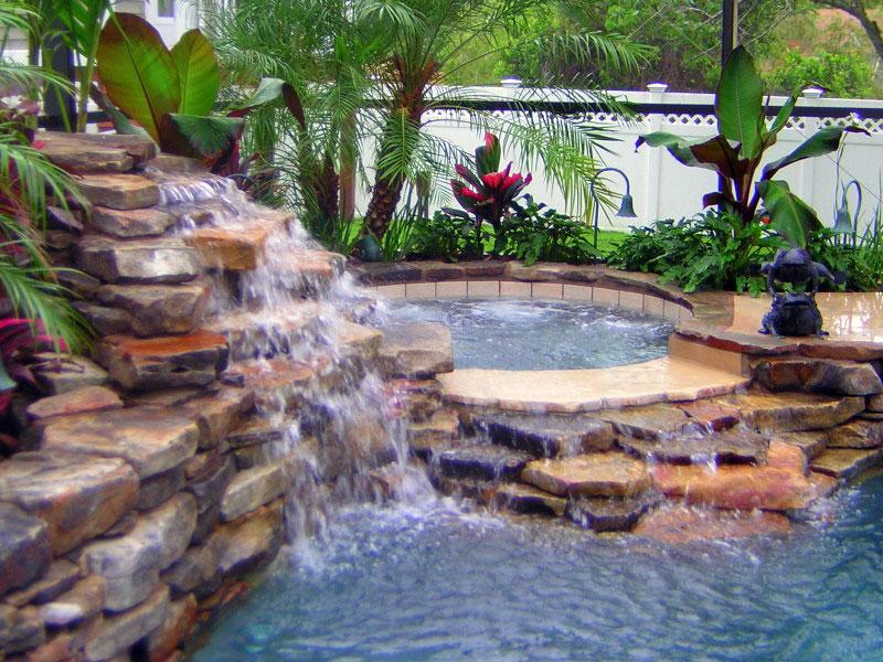 Bazeni u skladu sa prirodom Swimming-pool-waterfall3