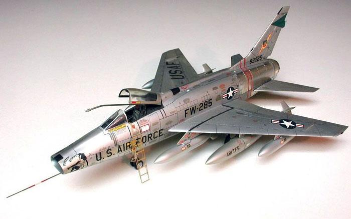الطائرة الحربية الاف100 F100rj_2