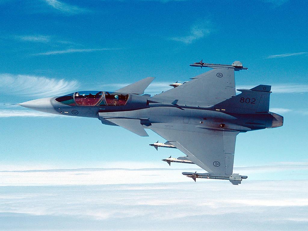 أحسن 10 طائرات بالعالم  Gripen-saab