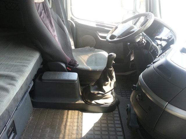 شاحنة فولفو موديل (2004) الحجم (fh12.460 13844375996618sh1