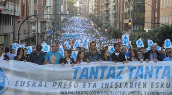 """Euskal Herria: Una multitud exige """"respeto a los derechos"""" de presos y exiliados. [vídeo] 2"""