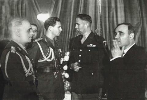 Regele Mihai I a abdicat în schimbul tablourilor şi banilor? De ce s-au simţit românii trădaţi pe 30 decembrie 1947 Mihaiziuavictoriei9mai19471q-480x327