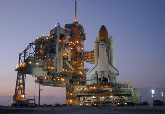 STS-121 prend forme - Page 2 148887main_sts121atpad_sm