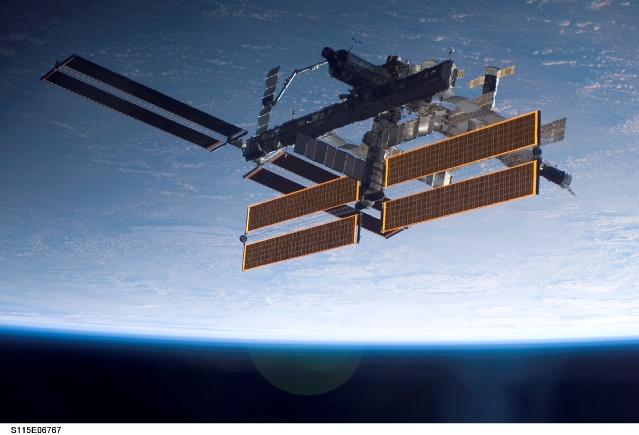 Images superbes de la nouvelle configuration d'ISS 158182main_s115e06767