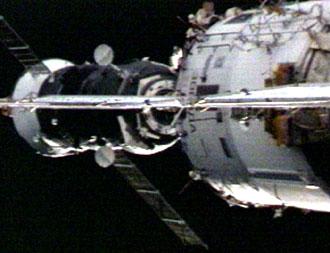 Lancement Progress M-60, amarrage le 15/05/2007 164461main_p25_docking