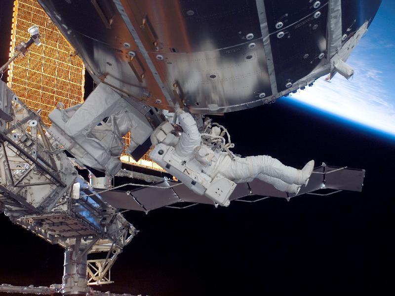 [STS123 / ISS1J/A] : EVA 3 218782main_image_1045_800-600