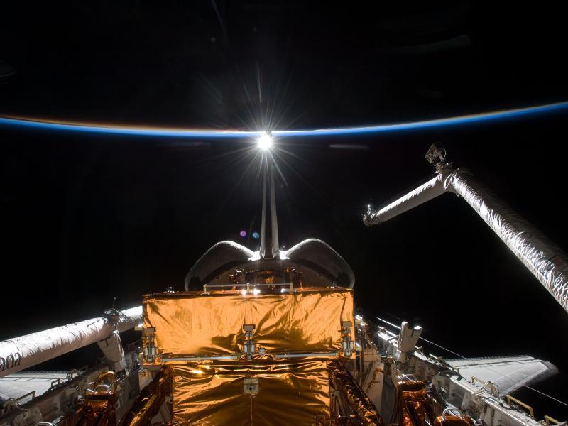 [STS-125] Atlantis : la mission - Page 11 350415main_image_1367_800-600