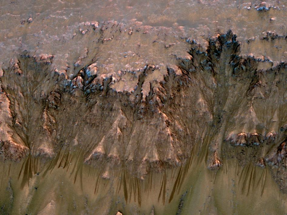 [Mars] De l'eau découverte par la sonde MRO? 577384main_pia14479-43_946-710