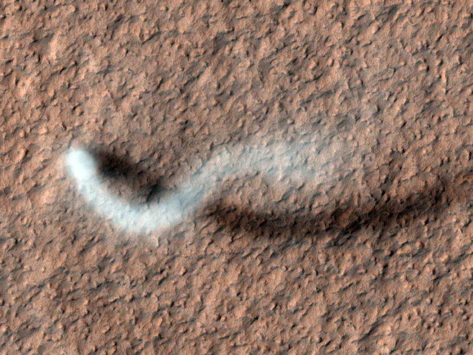 MRO photographie une tornade sur Mars 628426main_pia15116-43_946-710