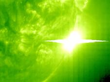 [NEWS] IMPACTS de fortes éruptions solaires 748431main1_eit195hr.1300-226