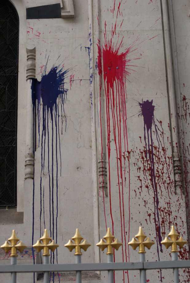 Вандалы облили краской православную церковь в Женеве / Vandalisme à l'église russe E2