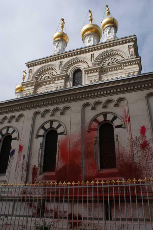 Вандалы облили краской православную церковь в Женеве / Vandalisme à l'église russe E3