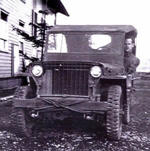 [RP] L'Axe... Plus t'en coules, moins t'en as... - Page 4 Willys_jeep
