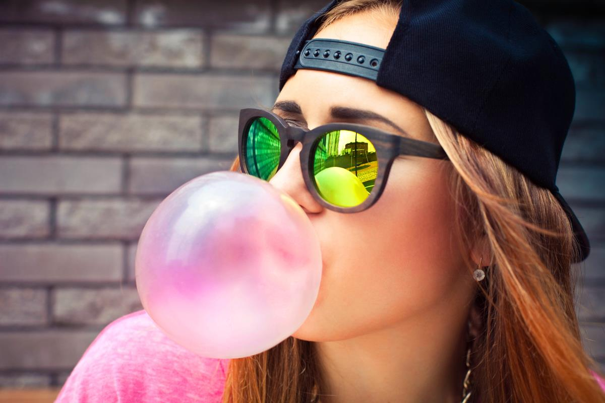 Chewing gum ingredients and the titanium dioxide debate Gum-Blowing-Bubble