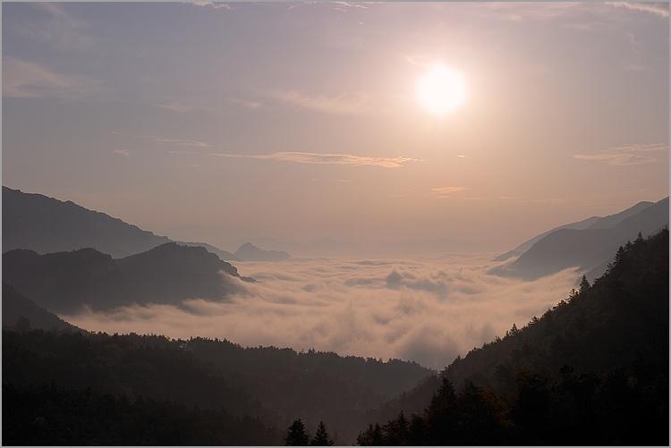 Humeur du jour... en image - Page 21 Soleil_levant_mer_nuages_1