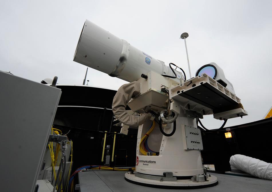 Armas láser   USA. Noticias,comentarios,fotos,videos. - Página 2 Laser-Weapon-System-USS-Dewey-04-2013